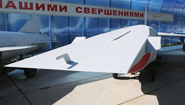 Россия ведет разработки гиперзвукового оружия, заявили в Минобороны