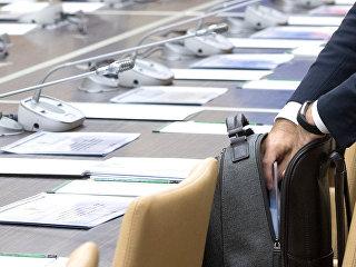 Чиновник перед совещанием. Архивное фото
