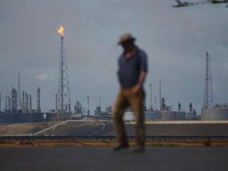 Нефтеперерабатывающий комплекс Амуай в Пунто Фиджо, принадлежащий венесуэльской государственной нефтяной компании PDVSA. Архивное фото