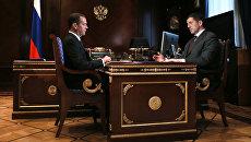 Председатель правительства РФ Д. Медведев и президент ПАО Ростелеком Михаил Осеевский. 26 июля 2017
