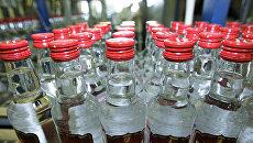 Бутылки с водкой. Архивное фото