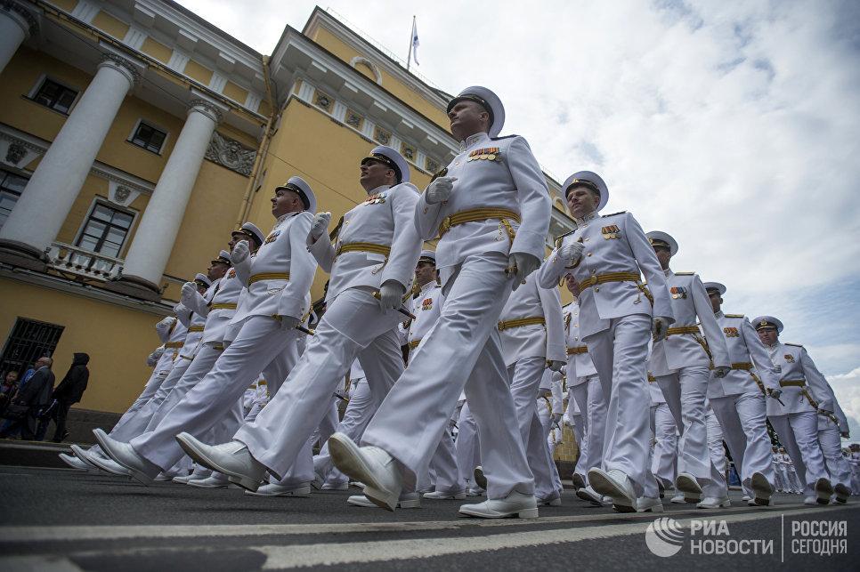 Моряки Балтийского флота во время генеральной репетиции парада, посвященного Дню Военно-Морского Флота (ВМФ), в Санкт-Петербурге