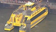 В Нью-Йорке водное такси врезалось в причал. Скриншот видео