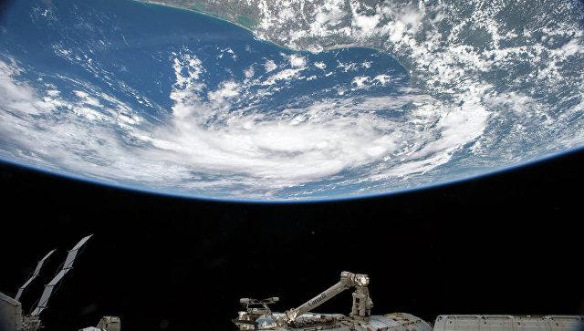 Тропический шторм с борта МКС