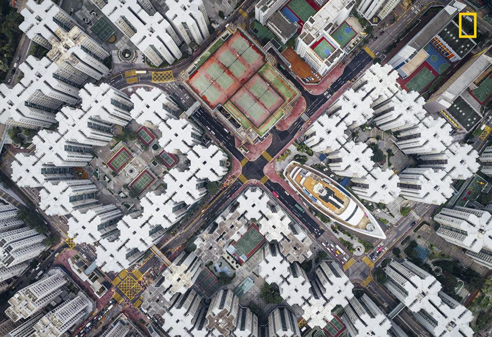 Работа фотографа Andy Yeung Walled City, занявшая 2-е место в категории Города в фотоконкурсе 2017 National Geographic Travel Photographer of the Year