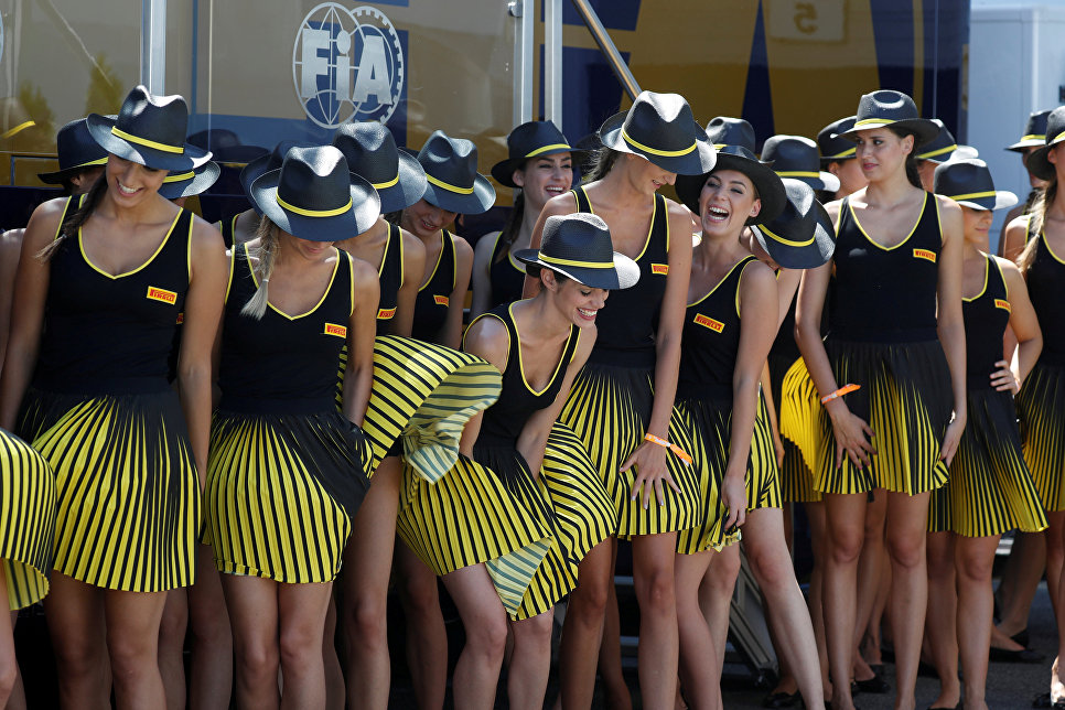 Девушки перед началом гонки Гран-при Венгрии