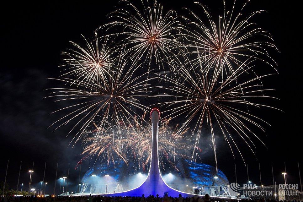 Зрители на отборочном этапе Мирового чемпионата фейерверков в Олимпийском парке в Сочи