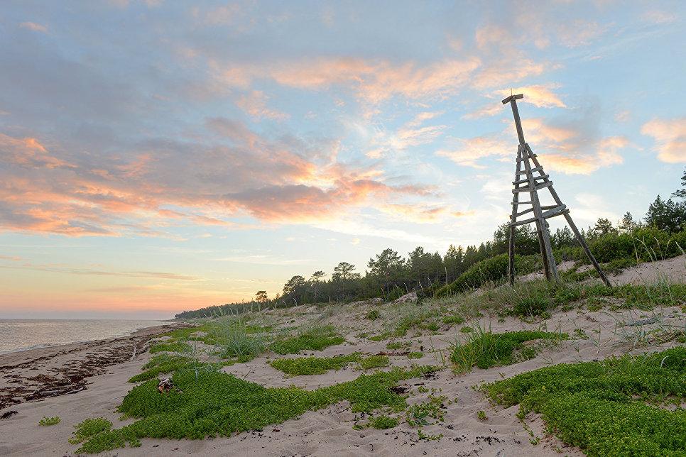 Створный знак на берегу Онежского залива в районе мыса Глубокий