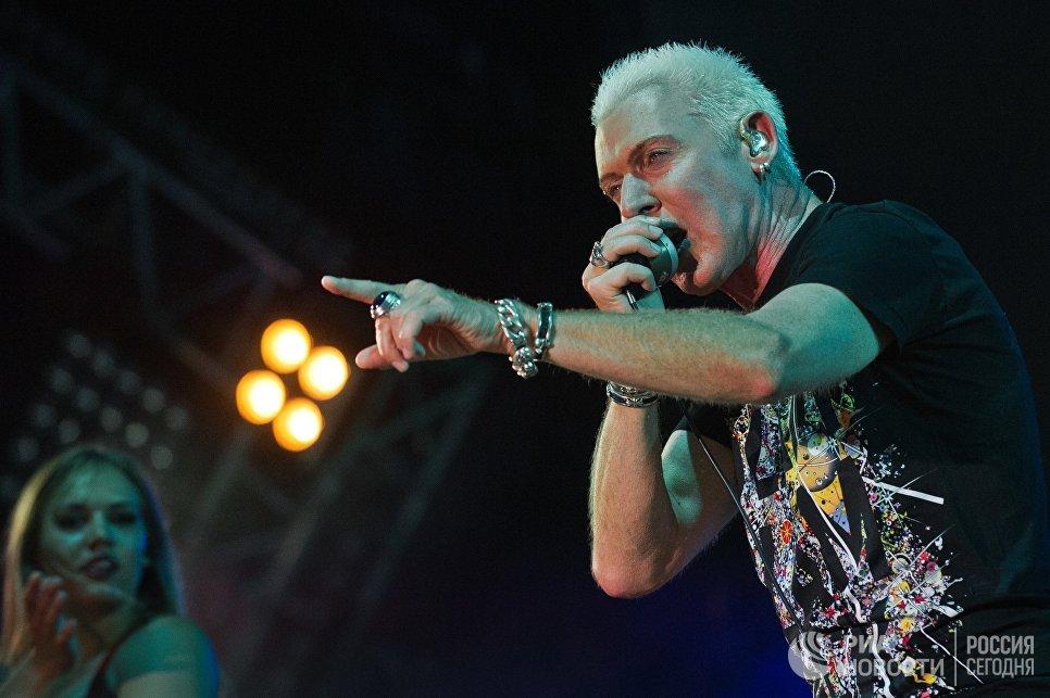Солист немецкой группы Scooter Эйч Пи Бакстер выступает на музыкальном фестивале ZBFest