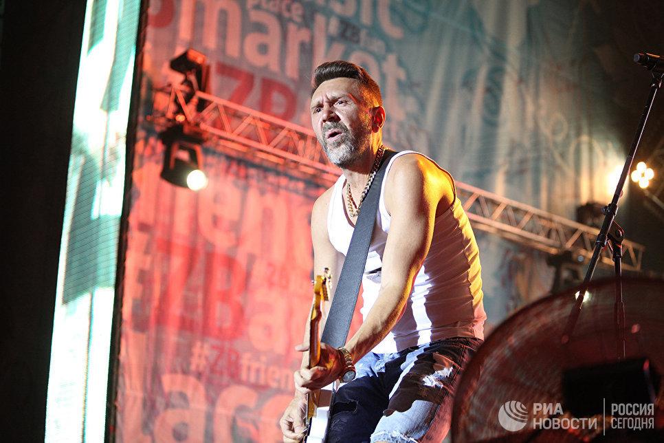 Лидер группы Ленинград Сергей Шнуров на концерте во второй день музыкального фестиваля ZBFest