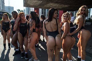 Участницы конкурса Мисс Бум-Бум 2017 в Сан-Паулу, Бразилия. 7 августа 2017 года