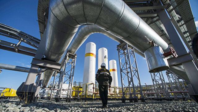 Дожимная компрессорная станция на нефтегазовом месторождении. Архивное фото
