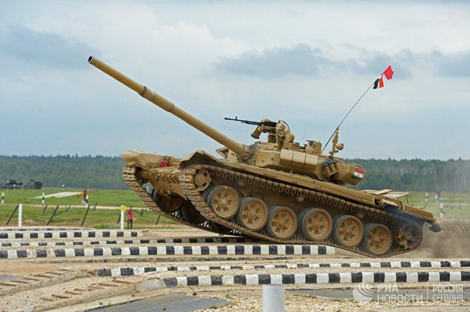 Участники индивидуальной гонки соревнований по танковому биатлону команды армии Индии Армейских международных Игр-2017 на подмосковном полигоне Алабино
