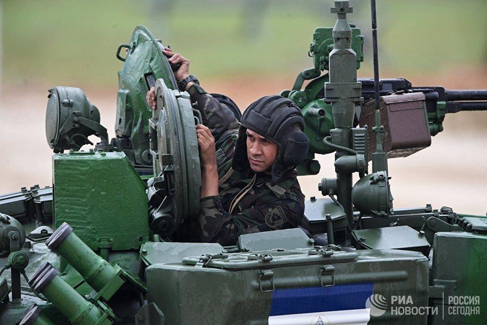 Участник индивидуальной гонки соревнований по танковому биатлону команды армии Никарагуа Армейских международных Игр-2017 на подмосковном полигоне Алабино