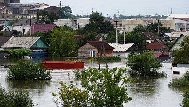 Здания, затопленные в результате наводнения, в Уссурийске. 8 августа 2017