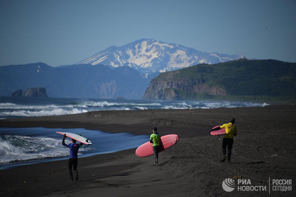 Участники фестиваля SnowaveFest-2017 на побережье тихого океана в Камчатском крае