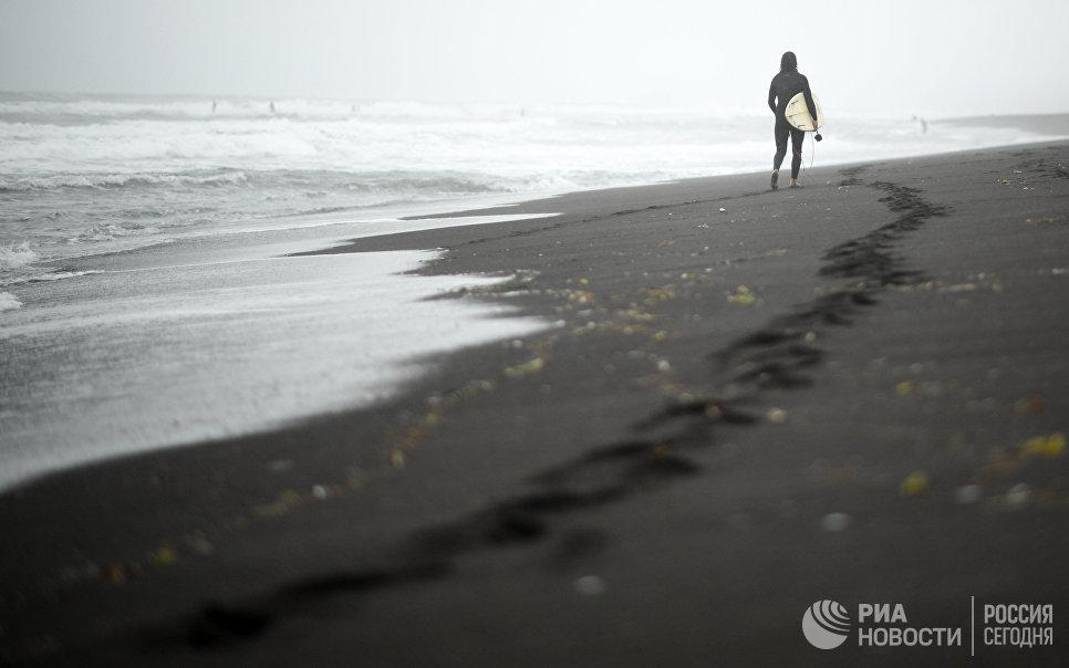 Участник фестиваля SnowaveFest-2017 на побережье тихого океана в Камчатском крае
