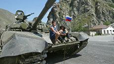 Российский танк в пригороде Цхинвали. Архивное фото
