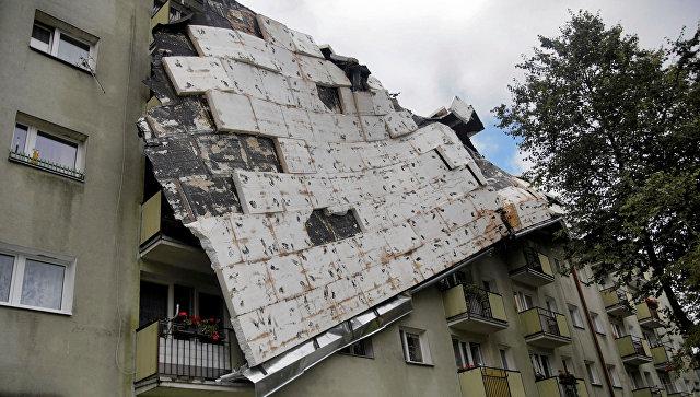 Здание, разрушенное во время шторма в польском городе Быдгощ. 12 августа 2017