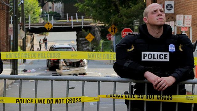 Полиция на месте наезда автомобиля на людей в американском городе Шарлоттсвилль (штат Виргиния)