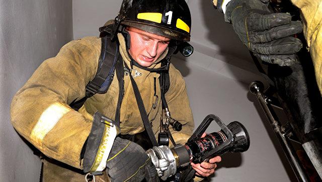 На Ямале из горящего дома эвакуировали 15 человек