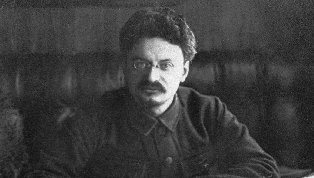 Лев Давидович Троцкий политический и государственный деятель, председатель Революционного военного совета РСФСР. 1920 год