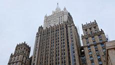 Здание министерства иностранных дел РФ на Смоленской-Сенной площади в Москве после работ по замене шпиля
