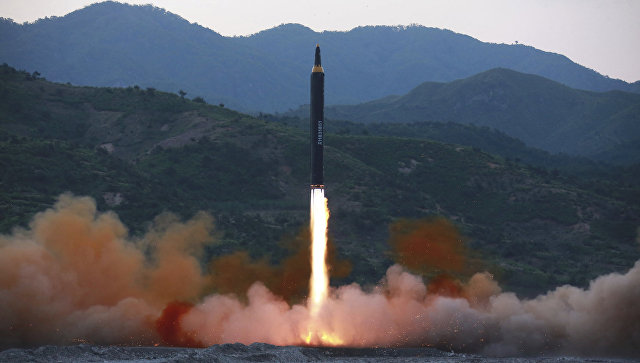 Запуск баллистической ракеты Хвасон-12 в КНДР