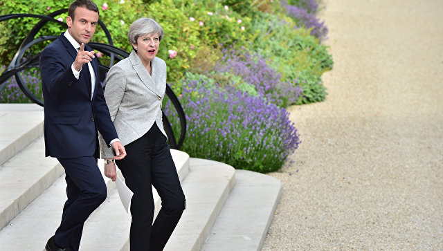 Президент Франции Эммануэль Макрон и премьер-министр Великобритании Тереза Мэй. Архивное фото