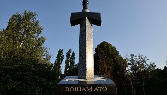 В Киеве пытались подорвать памятник в виде вонзенного в карту России меча