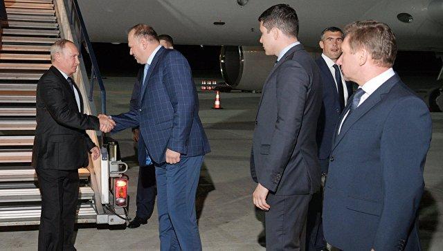 Президент РФ Владимир Путин во время встречи в аэропорту Калининграда. 16 августа 2017
