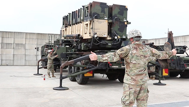 Военнослужащие армии США испытывают противоракетный комплекс Пэтриот. Архивное фото