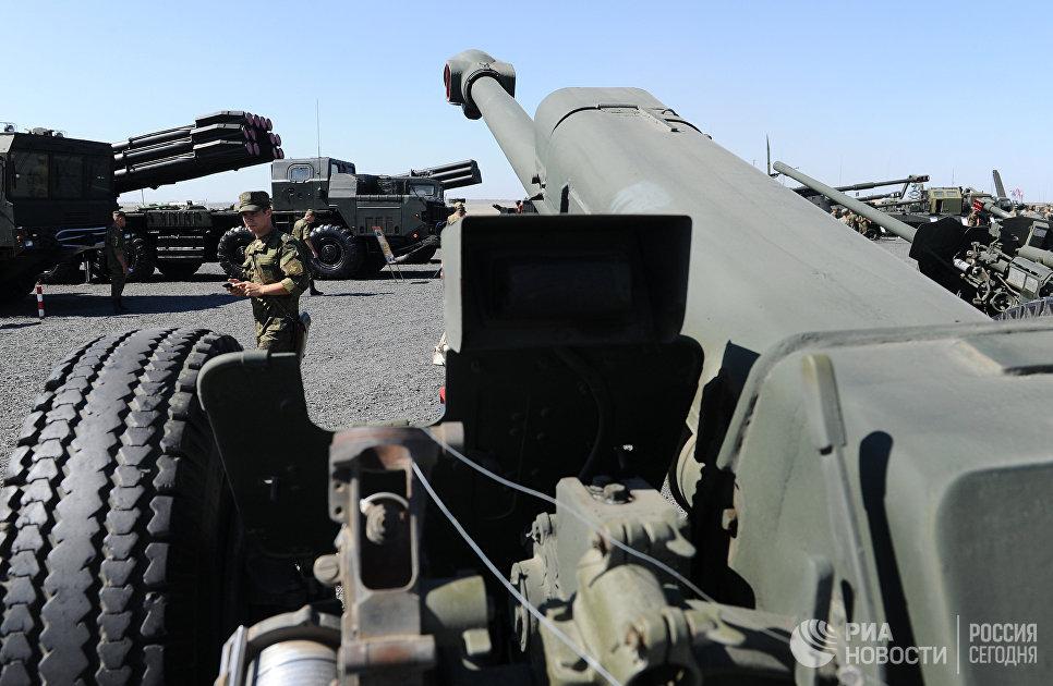 122-мм гаубица Д-30А на выставочной площадке на полигоне Кадамовский