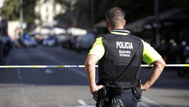 Полиция в районе наезда микроавтобуса на пешеходов в Барселоне. 17 августа 2017