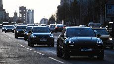 Движение автомобилей. Архивное фото