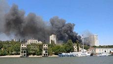 Столб дыма над домами и огонь во дворах - крупный пожар в Ростове-на-Дону