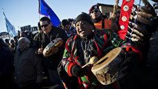 Дан Нанамкин из племени коренных жителей Колвилла Нез Персе в Неселеме, штат Вашингтон
