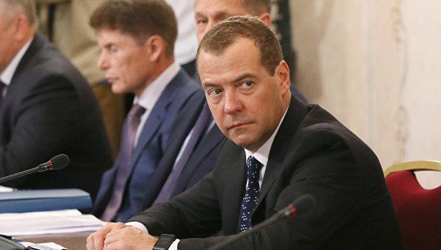 Лидеры и главы правительств стран СНГ поздравили Медведева с днем рождения