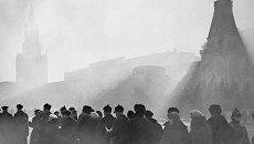 Очередь в Мавзолей В.И.Ленина на Красной площади в Москве. 1930-е гг.