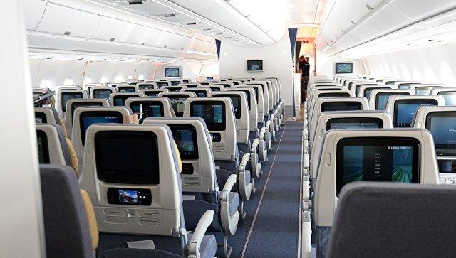 Потрахалась с чужим мужчиной в самолете