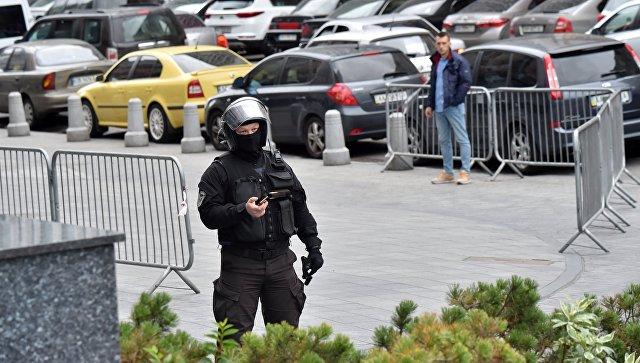 Сотрудник правоохранительных органов в центре Киева, Украина. Архивное фото