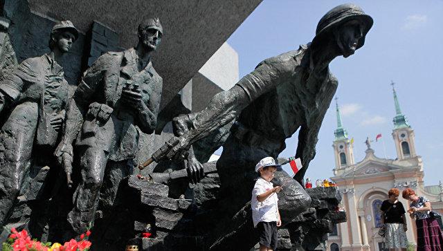 Памятник героям Варшавского восстания против немецких оккупантов 1944 года в Варшаве. Архивное фото