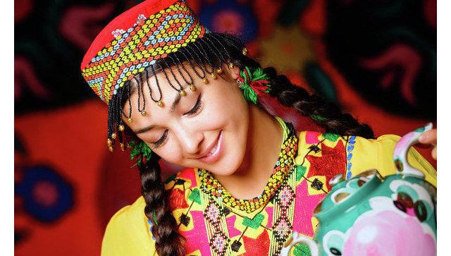 В Таджикистане приняли закон, обязывающий носить национальную одежду