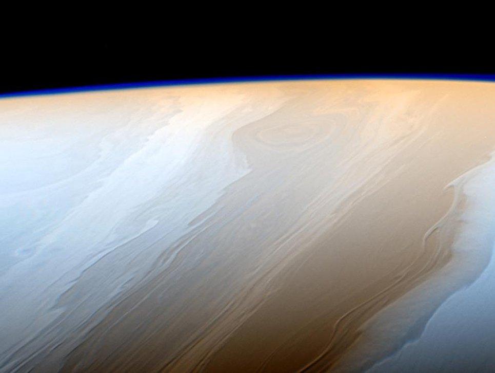 Живописные облака на Сатурне