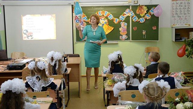 День знаний в школе поселка Калиново в Свердловской области. Архивное фото