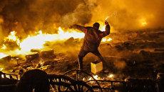 Столкновения протестующих с милицией в центре Киева. Архивное фото