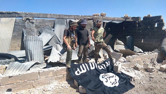 Указатели на город Акербат, где находится крупнейший оплот ИГ (запрещена в РФ) в провинции Хама