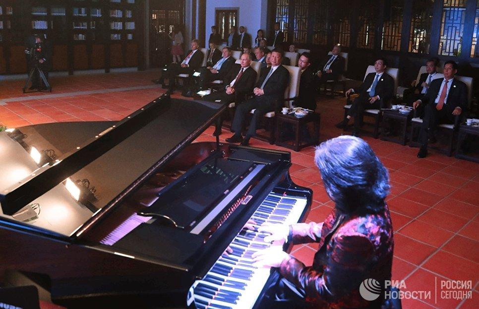 3 сентября 2017. Президент РФ Владимир Путин и председатель КНР Си Цзиньпин на концерте в Сямэне
