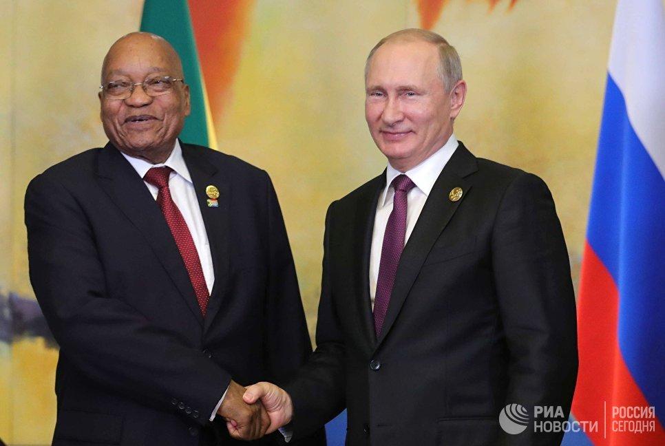 Президент Южно-Африканской Республики Джейкоб Зума и президент РФ Владимир Путин во время встречи на полях саммита лидеров БРИКС. 4 сентября 2017