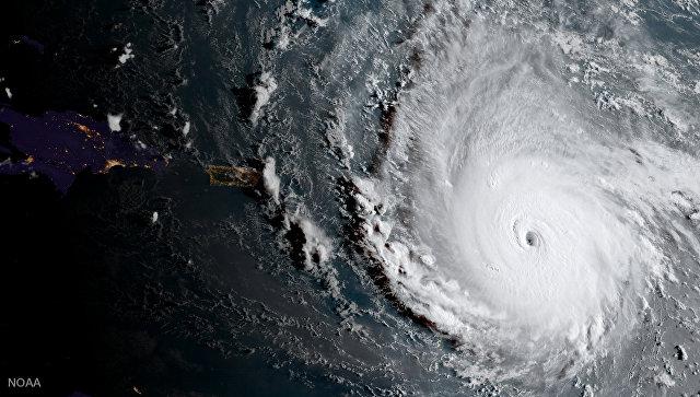 Вид из космоса на шторм. Архивное фото